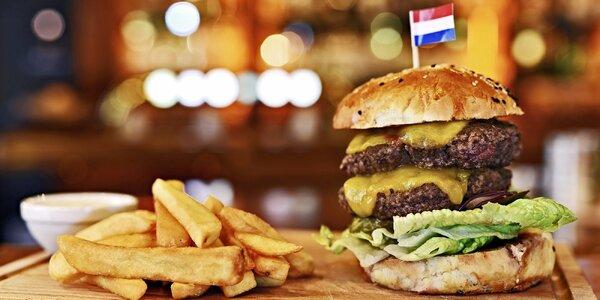 Obří double cheeseburger, hranolky a tatarka