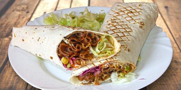 Vydatný kebab zabalený v tortille