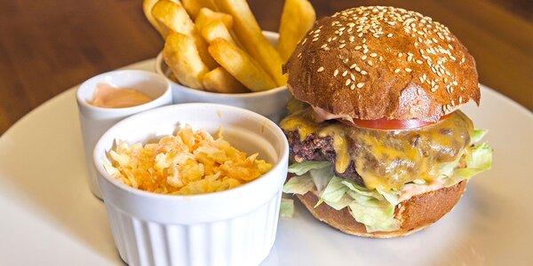 Burger dle vlastního výběru s hranolky a salátem