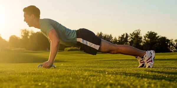 Tréninky na trávě - zacvičte si v přírodě