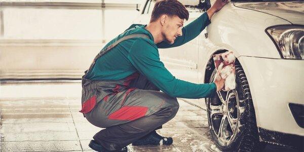 Kompletní ruční mytí vozu včetně voskování