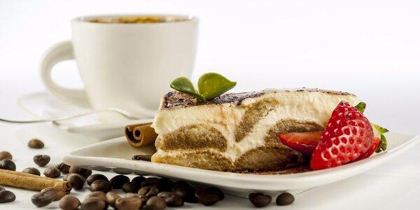 Káva a dezert v historickém městě Písek
