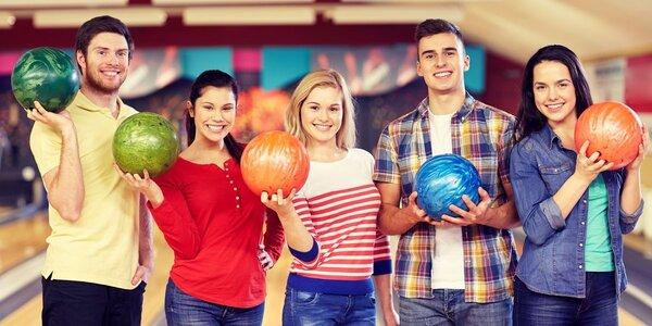 2 hodiny bowlingu pro partu kamarádů