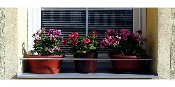 Zábrany truhlíků na okenních parapetech