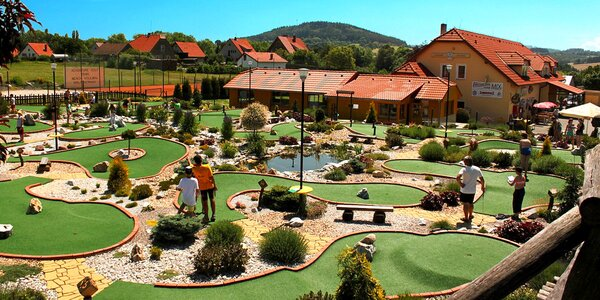Nepřekonatelný adventure golf v Počepicích