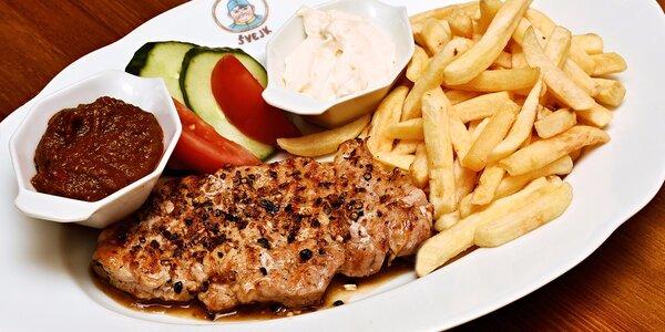 Vepřový steak s hranolky v Restaurantu Švejk