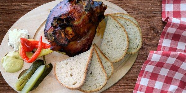 1,5 kg grilovaného vepřového kolínka pro dva