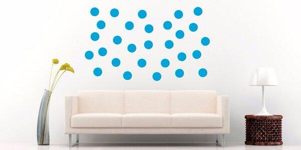 Puntíkatá zeď: Samolepicí barevná kolečka