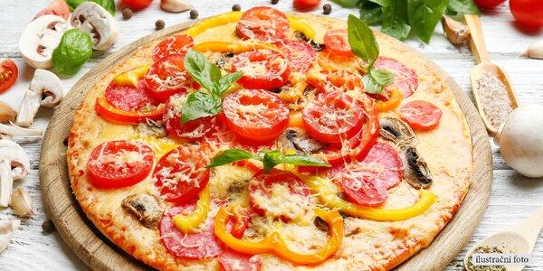 Dvě znamenité pizzy s bohatým zdobením