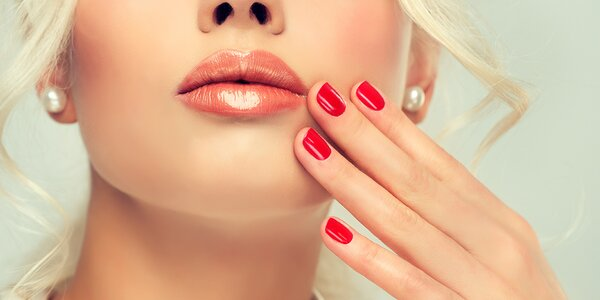 Modeláž nehtů gelem s masáží rukou