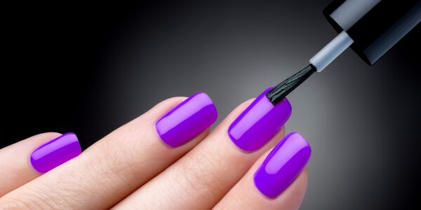 Pedikúra nebo manikúra pro krásné nehty