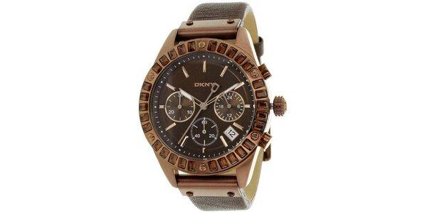 Dámské hnědé ocelové hodinky DKNY s kamínky a koženým řemínkem
