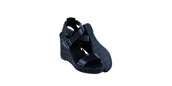 Dámské černé kožené sandály Lacoste na vysokém klínu