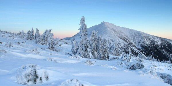 Zima v klasické roubence v Peci pod Sněžkou