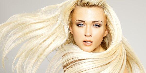 Střih s blond melírem pro dámy