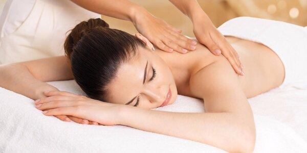 80minutová masáž zad, šíje, rukou a nohou