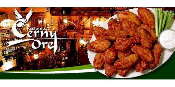 149 Kč za 1,8 kg kuřecích křídel ve vyhlášené restauraci Černý orel