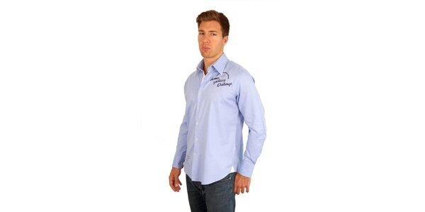 Pánská světle modrá košile s dlouhým rukávem a modrými nápisy M. Conte
