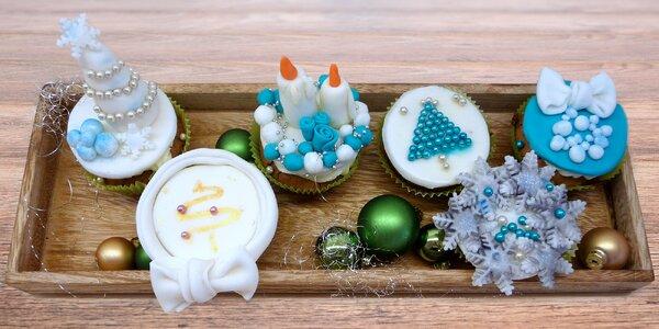 Vánočně nazdobené cupcaky v dárkové krabičce