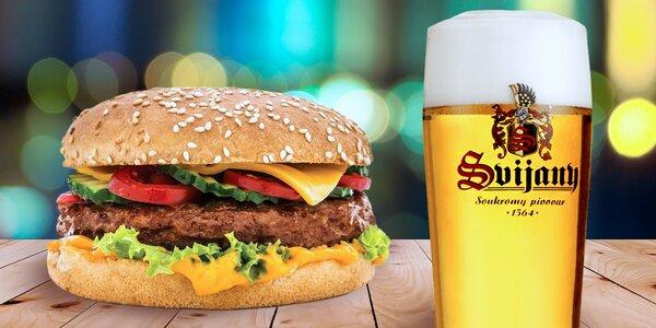 Burger a půllitr Svijan v Jackson Music Baru