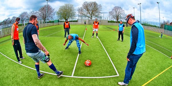 Hodinka zábavy: Binocular Fotbal pro partu