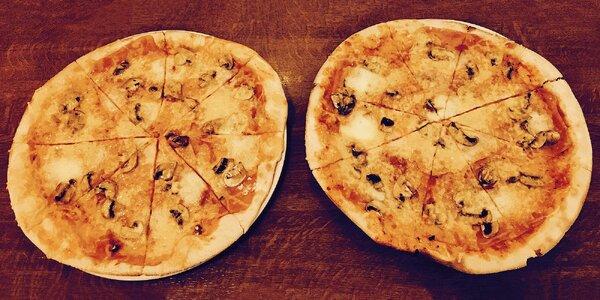 Dvě pizzy v restauraci v obchodním centru