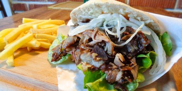 Trhané vepřové maso v domácí pitě a hranolky