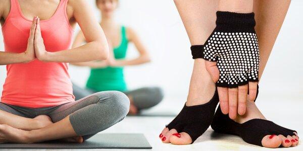 Protiskluzové rukavice a ponožky na cvičení