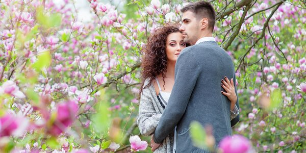 Zachyťte lásku: exteriérové focení a 12 snímků