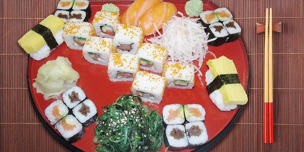 Sushi set plný lahodných kousků
