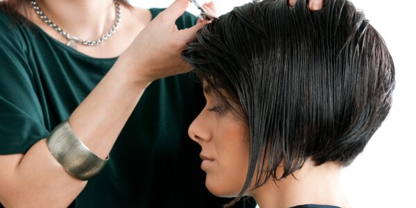 Profesionální kadeřnické barvení vlasů