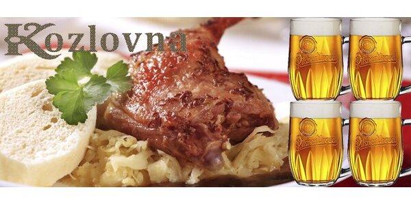 379 Kč za pečenou kachnu (2,3 kg), dva druhy zelí i knedlíků a ČTYŘI piva!