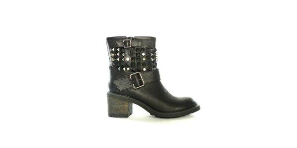 Dámské černé nízké kozačky s cvočky a přezkami Shoes in the City