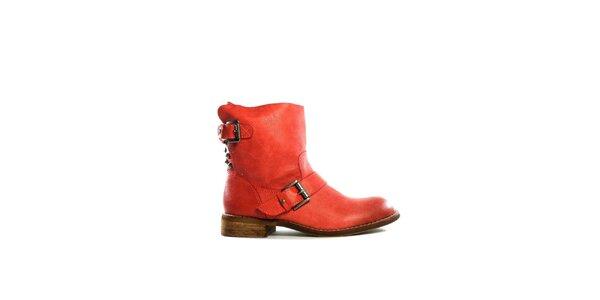 Dámské červené nízké kozačky s přezkami Shoes in the City
