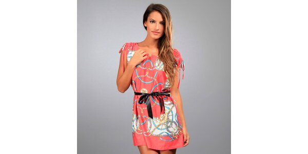Dámské korálové šaty Des Si Belles s jezdeckým motivem