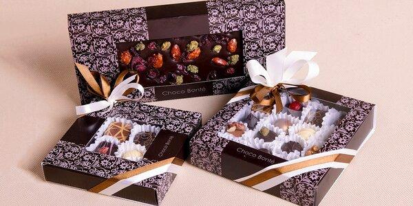 Ručně vyrobené pralinky nebo čokolády