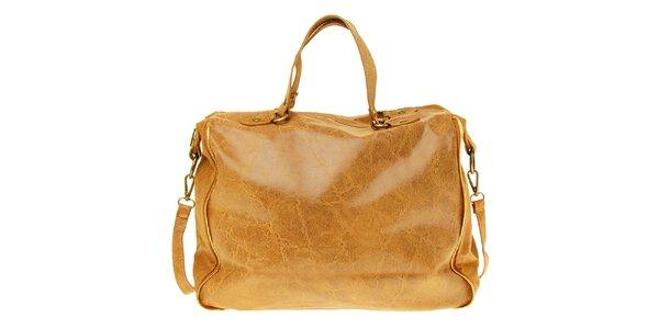Dámská velbloudí kožená kabelka s žíhaným povrchem