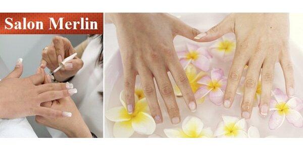 170 Kč za japonskou manikúru P-shine, lakování, masáž rukou a zábal