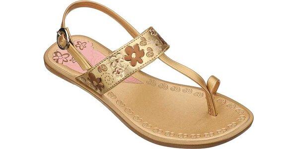 Dětské zlaté sandále Grendha s vyrytými kytičkami