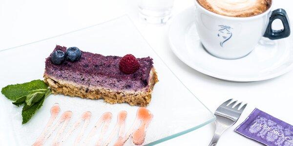 Zdravé mlsání: Raw dortík a káva dle výběru