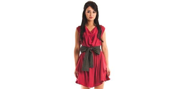 Dámské červené společenské šaty Jolaby s velkou černou mašlí