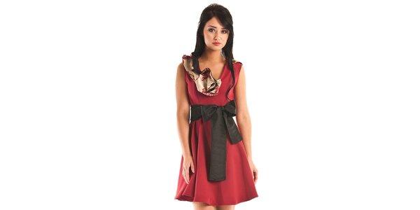 Dámské krátké temně červené společenské šaty Jolaby s velkou černou mašlí