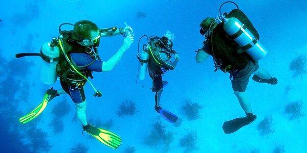 Zkušební ponor v přírodním lomu s instruktorem