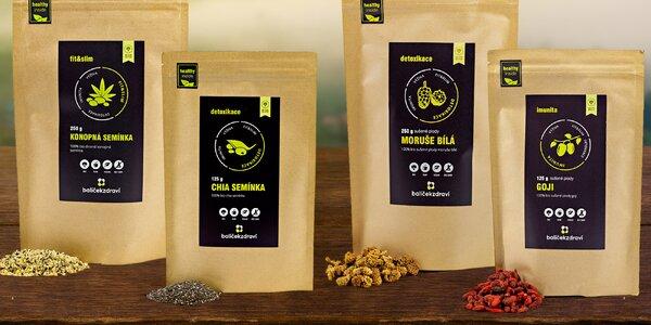 Balíčky semínek konopí i chia, goji nebo moruší