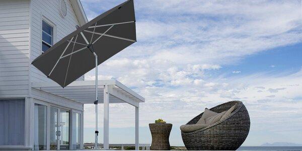 Velké naklápěcí slunečníky o průměru až 270 cm