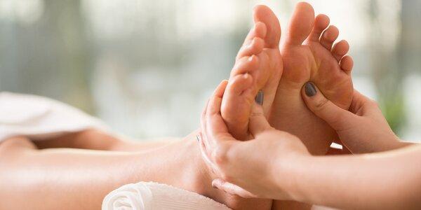 Másáž chodidel a tonizující koupel nohou
