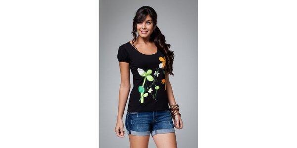 Dámské černé triko s květinovým potiskem Como Una Regadera