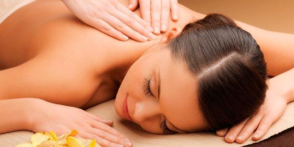 Uvolňující masáže těla s přírodními oleji
