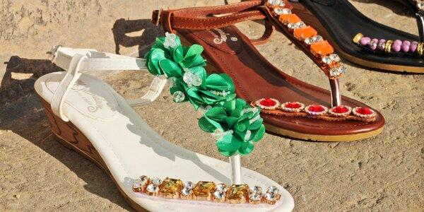 Něžné sandálky s vyměnitelnými ozdobami