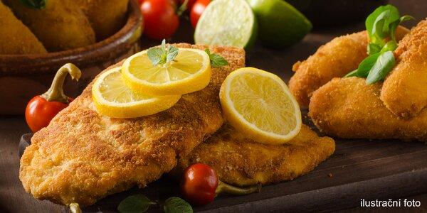 1 kg kuřecích a vepřových řízků a pečivo